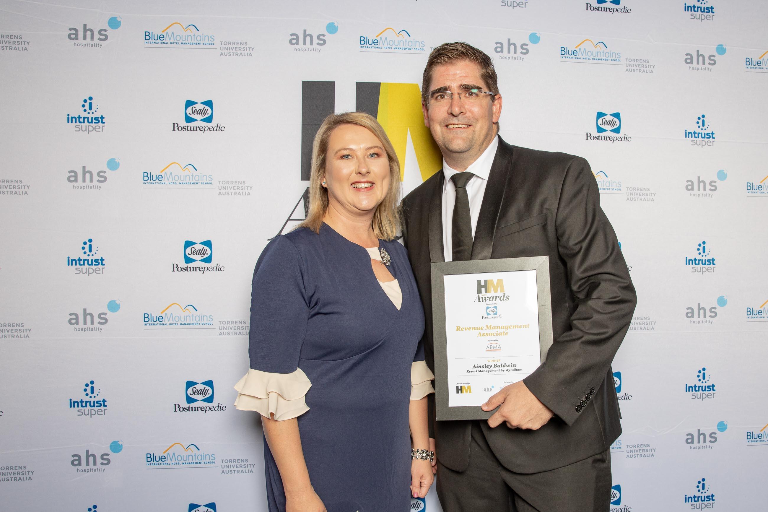 72ppi-HMawards-2018-official-award-wall-216216